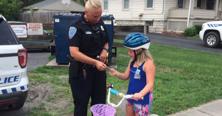 Cop Pulls Over Girl Riding Her Bike And Hands Her Ticket, Note Written On It Goes Viral