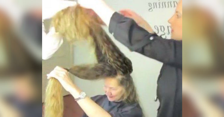Mom Who Hasn't Cut Her Hair In 20 Years, Finally Goes To A Salon. After Photo Is Unrecognizable