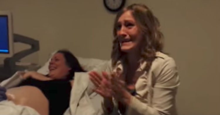She Asks Her Sister To Come To The Ultrasound Reading, Quickly Realizes It's Anything But Normal