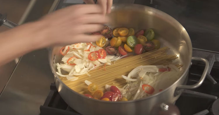 He Only Uses One Pot To Cook Entire Pasta Dish, But It's Easily The Best We Ever Tasted