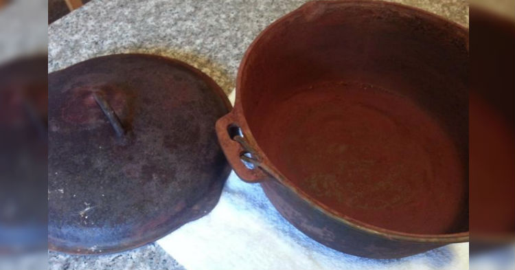 She Buys $5 Rusted Out Dutch Oven At Yard Sale, Gives It Some TLC; Now Has Valuable Heirloom