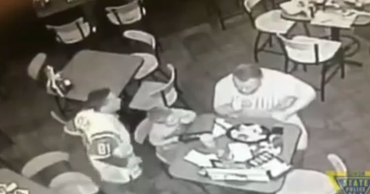 Off-Duty Cop Hears Loud Commotion While He's Eating Dinner, Jumps Into Action (video)